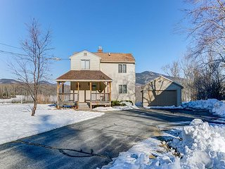 NEW LISTING: 4 BR, 3 BA North Conway home w/Views. Discount Lift Tickets