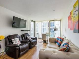 Stunning 2BR Home In Tottenham Hale w/Balcony