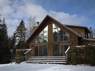 NORTH SHORE RETREAT (Manistique): Directly on Lake Michigan, Pet-Friendly, WIFI