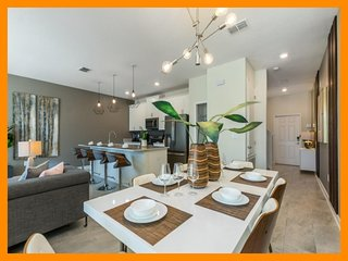 Championsgate 429 - Modern villa with private plunge pool nr Disney and Universa