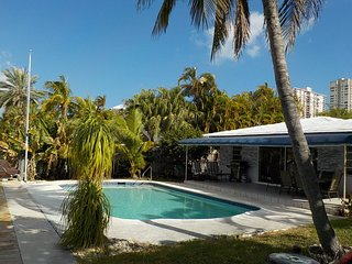 Villa Sanibel,  Lovely Family-Home overlooking the Intracostal,near to the beach
