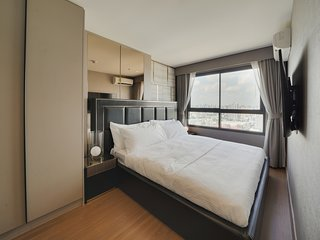 Charming & Stylish 2 bed Sleep 4 in Ideo Sukhumvit 93 Condo