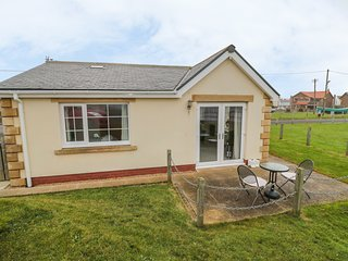 WHITE ROCK COTTAGE, on the coast, stunning sea views, WiFi, off road parking, wi