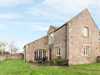 NO 4 MURTON WHITE HOUSE, pet friendly, with a garden in Berwick-Upon-Tweed, Ref