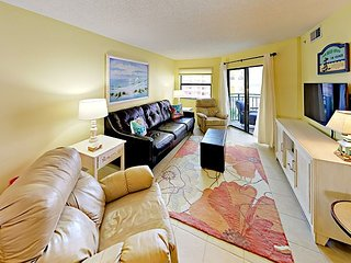 Sunny 2BR on Saint Pete Beach w/ Gulf-View Balcony, Pool & Spa