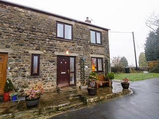 WOODSIDE COTTAGE, pets welcome, WiFi, in Grewelthorpe
