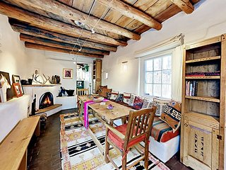 Artisan Adobe Home - Rich Historic Detail & Private Sauna, Steps to Canyon Rd