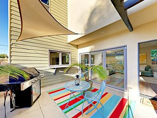 Chic Retreat Blocks from Beach w/ Rooftop Deck - Bright & Breezy Ocean Vibes