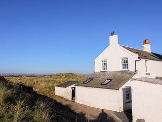 2 LIGHTHOUSE COTTAGE, woodburner, stunning views, Walney Island,