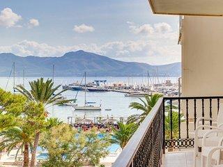 Front line apartment, sea views, WiFi