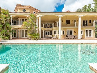 ⭐ Shady Banks 6 Bedroom Waterfront Villa w/ Pool