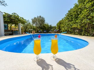 Villa Piano - Four Bedroom Villa with Terrace and Swimming Pool