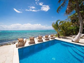 5 to 8 BR Beachfront Home with Pool, AC, WiFi, Kayaks - South Akumal