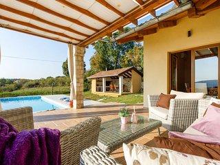3 bedroom Villa in Drniš, Šibensko-Kninska Županija, Croatia : ref 5712758