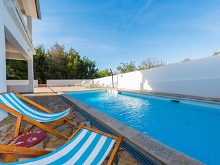 Provalija Holiday Home Sleeps 10 with Pool Air Con and Free WiFi - 5712756