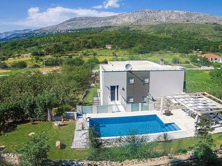 5 bedroom Villa in Srinjine, Splitsko-Dalmatinska Zupanija, Croatia : ref 571274