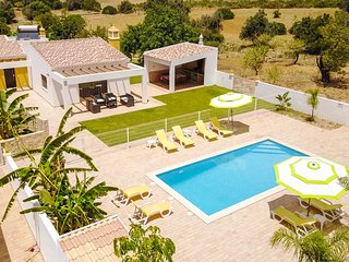 MONTE DOS LOURENCOS Single storey,semi-detached villa,private gated pool,AC,WiFi