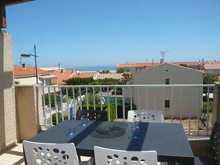 2 bedroom Apartment in Saint-Pierre-sur-Mer, Occitania, France : ref 5552494