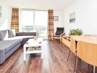 NEW Stylish 1 Bedroom Flat stunning balcony views