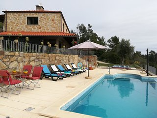 House of holiday in Northern Portugal 4 rooms for 8 persons, pool and jacuzzi.