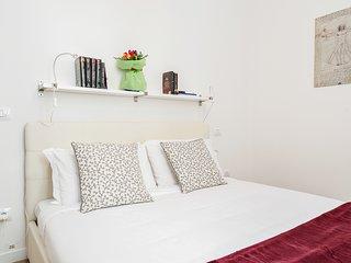 Modern 2 bed flat w/Parking near Cascine Park