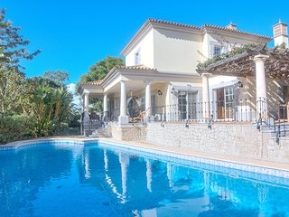 5 bedroom villa in Quinta do Lago with charm and character, large private garden