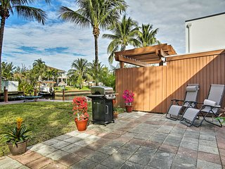 Ft. Lauderdale Townhome on Canal - 3 Mi. to Beach!