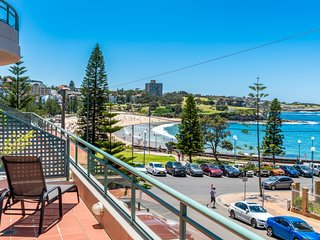 The Coogee View - Living  by  the  Sea