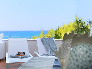 ★AQUARIUS★Beachfront Suite w/Amazing Sea Views! Mediterranean Style, Puglia