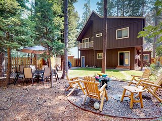 NEW LISTING! Bright cabin w/enclosed yard & fireplace-near skiing & Lake Tahoe