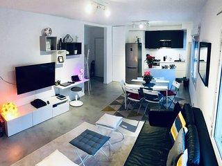 Bellissima camera matrimoniale in appartamento favoloso al centro di Barcellona