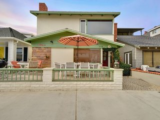 Adorable 2 Story Single Family Home! Bay Views, Large Patio with BBQ!