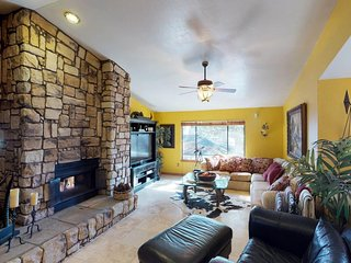 NEW LISTING! Spacious home with free WiFi, jetted tub, grill & basketball court
