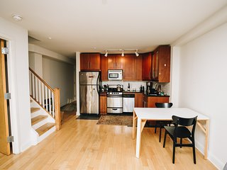 Charming 2BR duplex in Hells Kitchen/Midtown