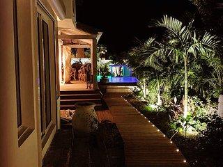 Villa Blue Lagoon SXM, maison au bord de l'eau avec bateau
