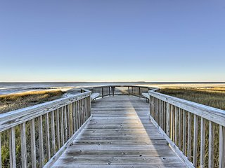 NEW! Cozy Hilton Head Island Condo -Walk to Beach!