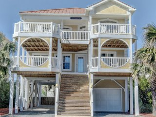 5BR Ocean View, Private Pool, Game Room. Walk to town, shops, mini golf & pier!