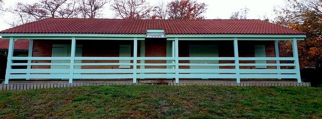 Deux chalets jumelés par les terrasses, 4 à 12 couchages, idéal grandes familles ou groupes