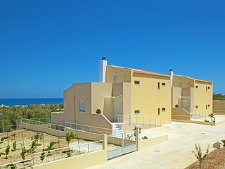 Three bedroom villa,7 Guests, Private pool,Next to Amenities,Sea & Mountain View