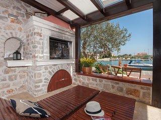 Poljana Apartment Sleeps 6 with Air Con and WiFi - 5468396
