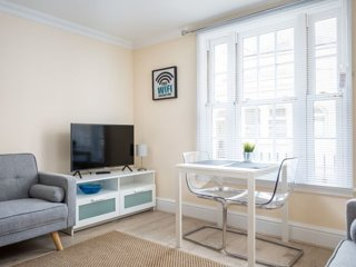 Stylish Central Cheltenham Apartment