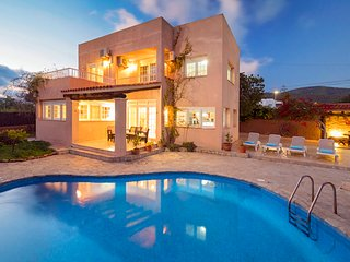 Stunning Villa in Ibiza Town, sleeps 8//10
