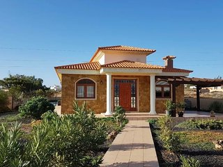 3 bed villa private solar heated covered pool
