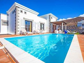 2 bedroom Villa in Playa Blanca, Canary Islands, Spain - 5691991