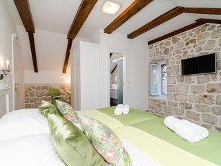Rooms Sorgo Palace- Comfort Double or Twin Room with City Walls View (Emerald)