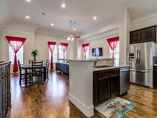 Entire comfy home - just east of downtown Houston