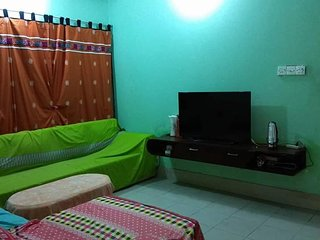 Fully Air Conditioned Cozy bedroom with ensuite bathroom in a apartment