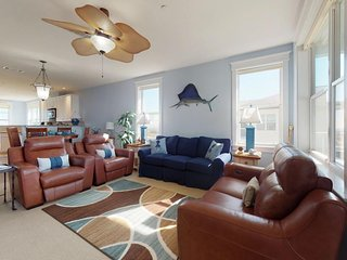 Bayfront condo with access to shared pools, hot tubs, and gym!
