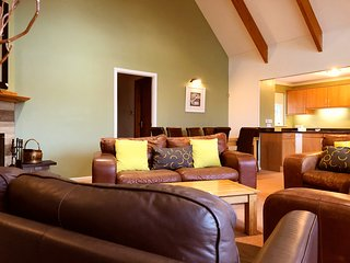 6 Heathery, 4 Bedroom House, Sleeps 10, With Leisure Facilities & Pool