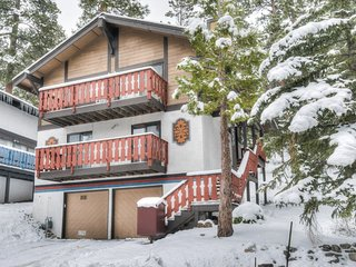 Cozy Chalet, Minutes to Resort, Lake, & Downtown!